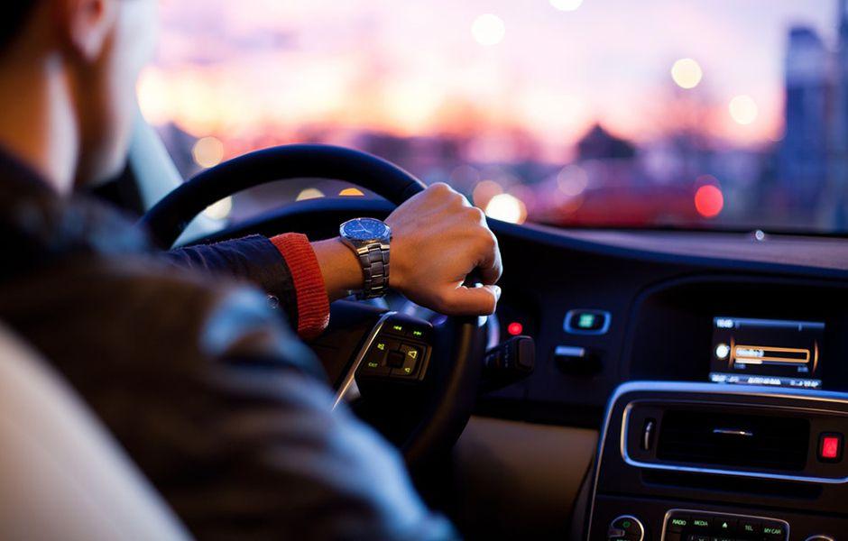 how to drive at night 49083450 - چگونه در شب رانندگی کنیم؟