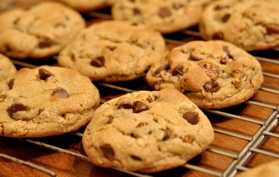 how to make chocolately chip cookies 324423423423424 - چگونه بیسکویت شکلاتی ساده بپزیم؟