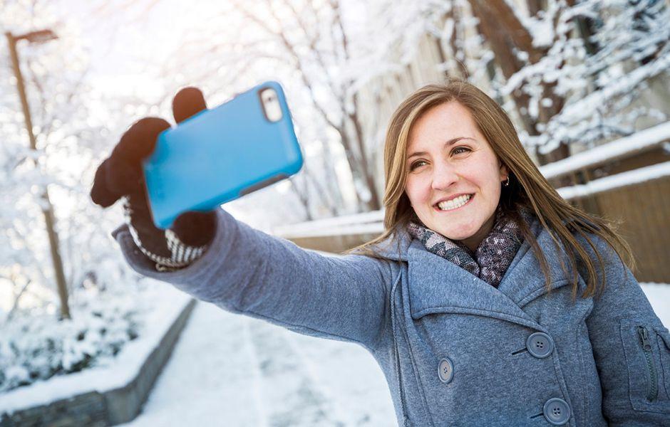 how to take the best selfie 44354353 - چگونه بهترین سلفی را بگیریم؟