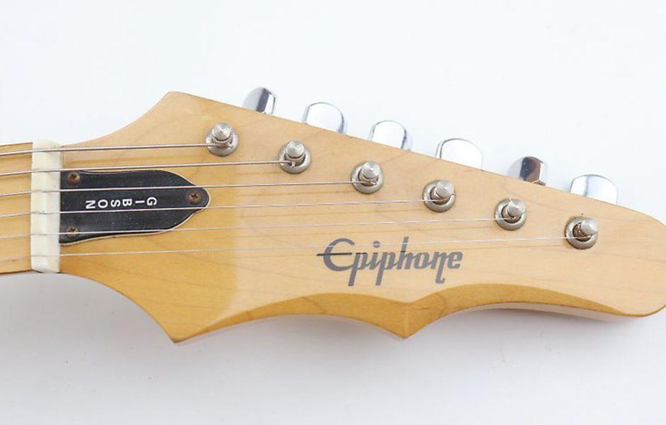 how to change electric guitar strings 3242343244 - چگونه سیم گیتار الکتریک را تعویض کنیم؟