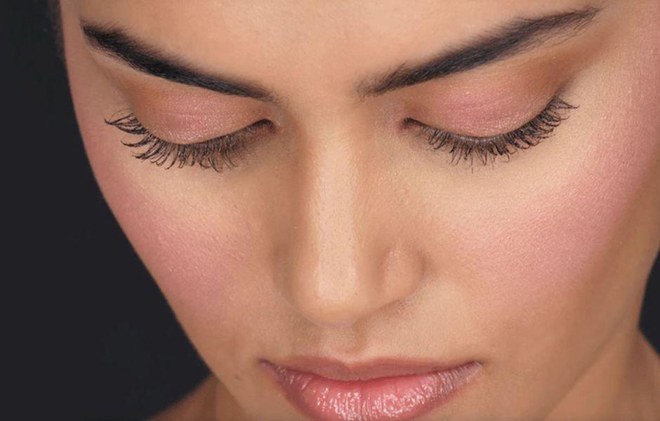 how to apply makeup on acne prone skin 57768989 - چگونه صورت مستعد جوش را آرایش کنیم؟