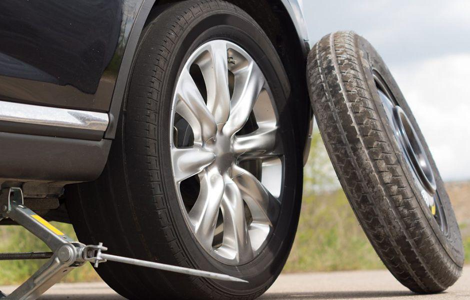 how to change flat tire 56476577 - چگونه یک لاستیک پنچر را عوض کنیم؟