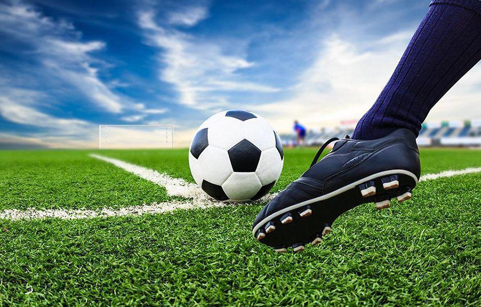 how to kick a soccer ball hard 3546732 - چگونه در فوتبال یک شوت محکم بزنیم؟