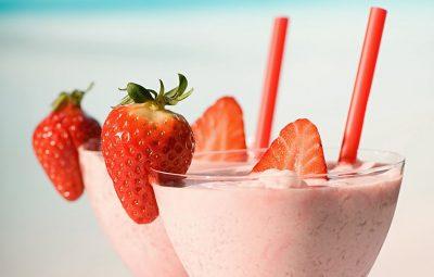 how to make strawberry smoothie 43565768 - چگونه اسموتی توت فرنگی درست کنیم؟