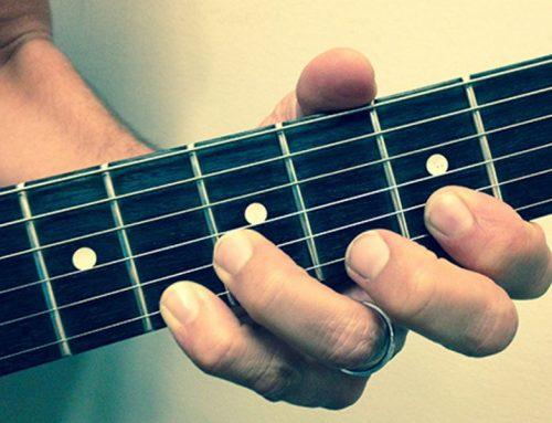 چگونه هنگام گیتار زدن از درد گرفتن دست جلوگیری کنیم؟