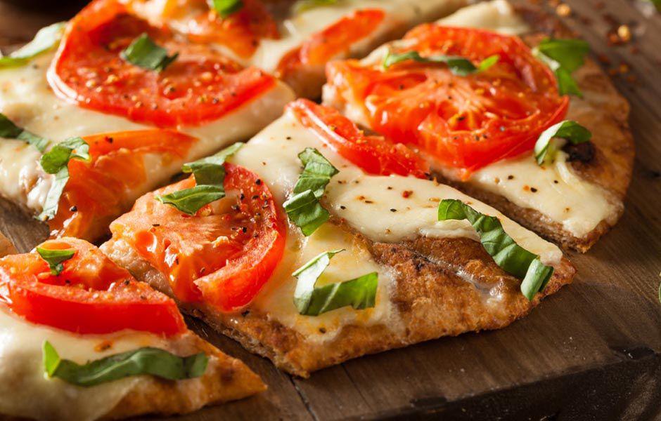 how to make pizza margherita easily 45476758 - چگونه به سادگی پیتزای مارگاریتا درست کنیم؟
