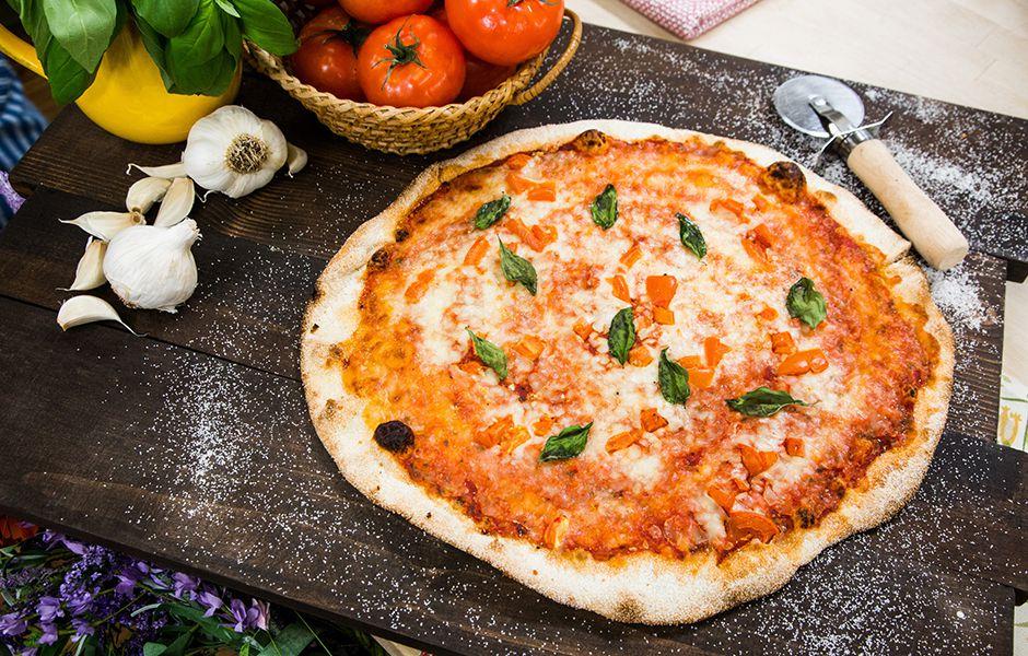 how to make pizza margherita easily 4567676 - چگونه به سادگی پیتزای مارگاریتا درست کنیم؟