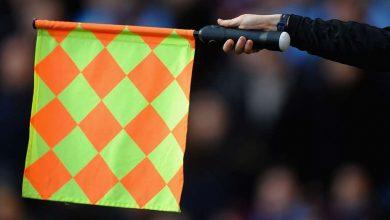 how to understand offside football 5465789 390x220 - چگونه در فوتبال قانون آفساید را درک کنیم؟