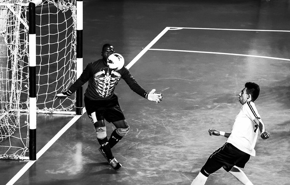 how to kick a futsal ball hard 3234324 - چگونه در فوتسال یک شوت محکم بزنیم؟