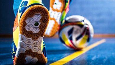 how to kick a futsal ball hard 5657687 390x220 - چگونه در فوتسال یک شوت محکم بزنیم؟