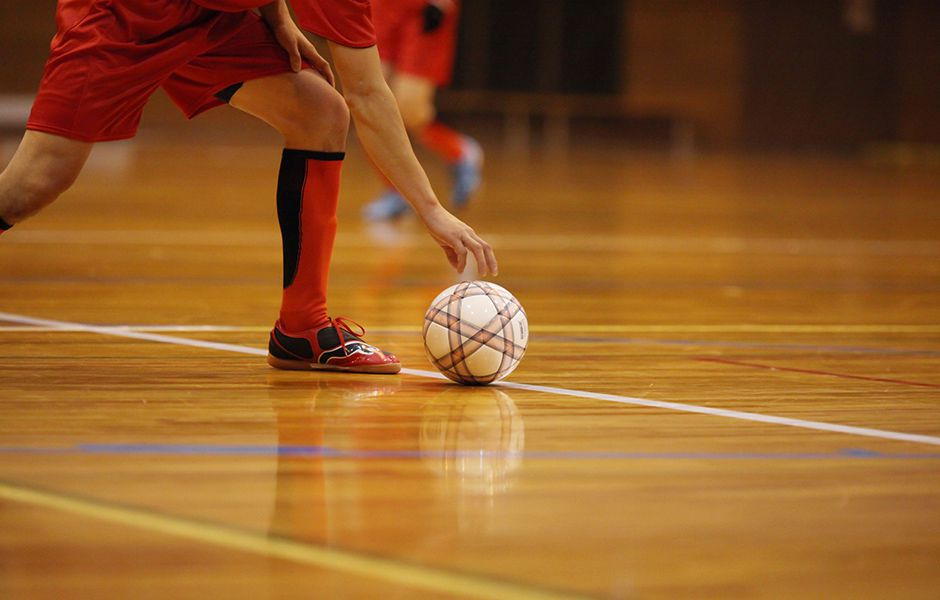 how to kick a futsal ball hard 5676980 - چگونه در فوتسال یک شوت محکم بزنیم؟