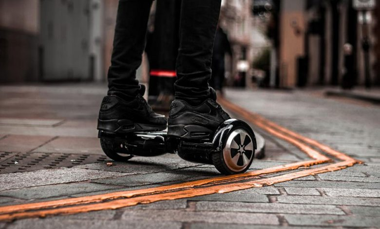 how to ride a hoverboard two wheeled scooter 34254545 780x470 - چگونه از اسکوتر برقی استفاده کنیم؟